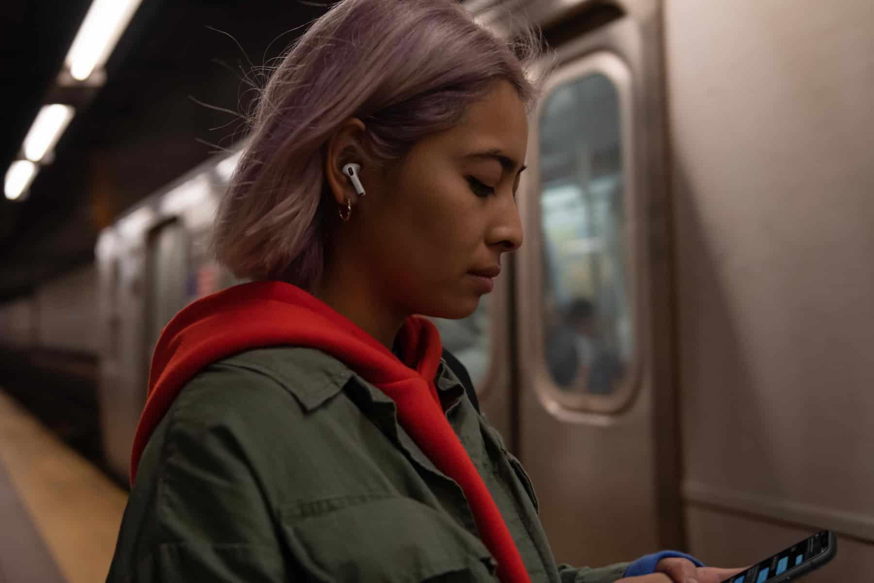 Apple explorerait plusieurs pistes pour ses AirPods pour en faire un accessoire de suivi de la santé.