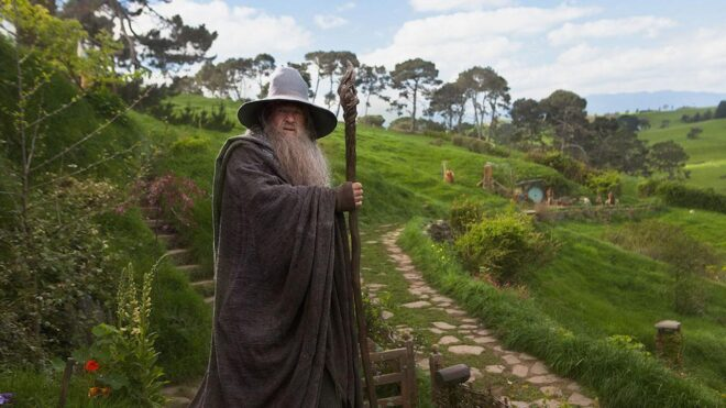 Amazon annonce que la saison 2 de la série télévisée Le Seigneur des Anneaux ne sera pas tournée en Nouvelle-Zélande.